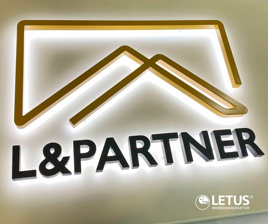 Werbeschriftzug beleuchtet für Immobilien-Firma